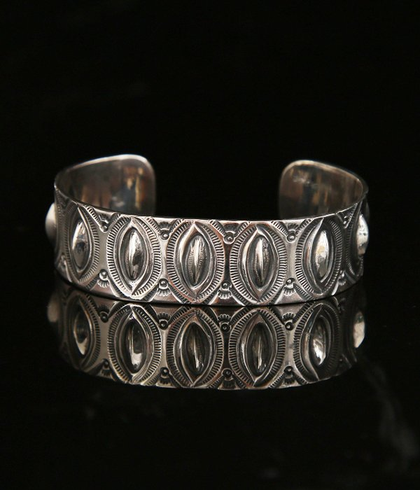 VERTICAL LEAF REPOUSSE BANGLE