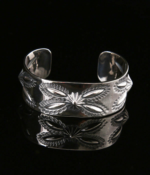3 SHELL BUTTERFLY BANGLE