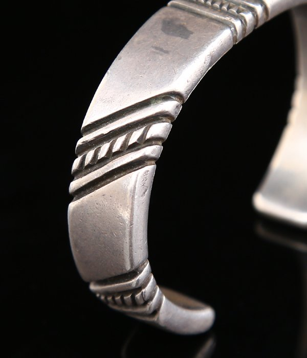 1940's HAND CHISLED FILED CUFF