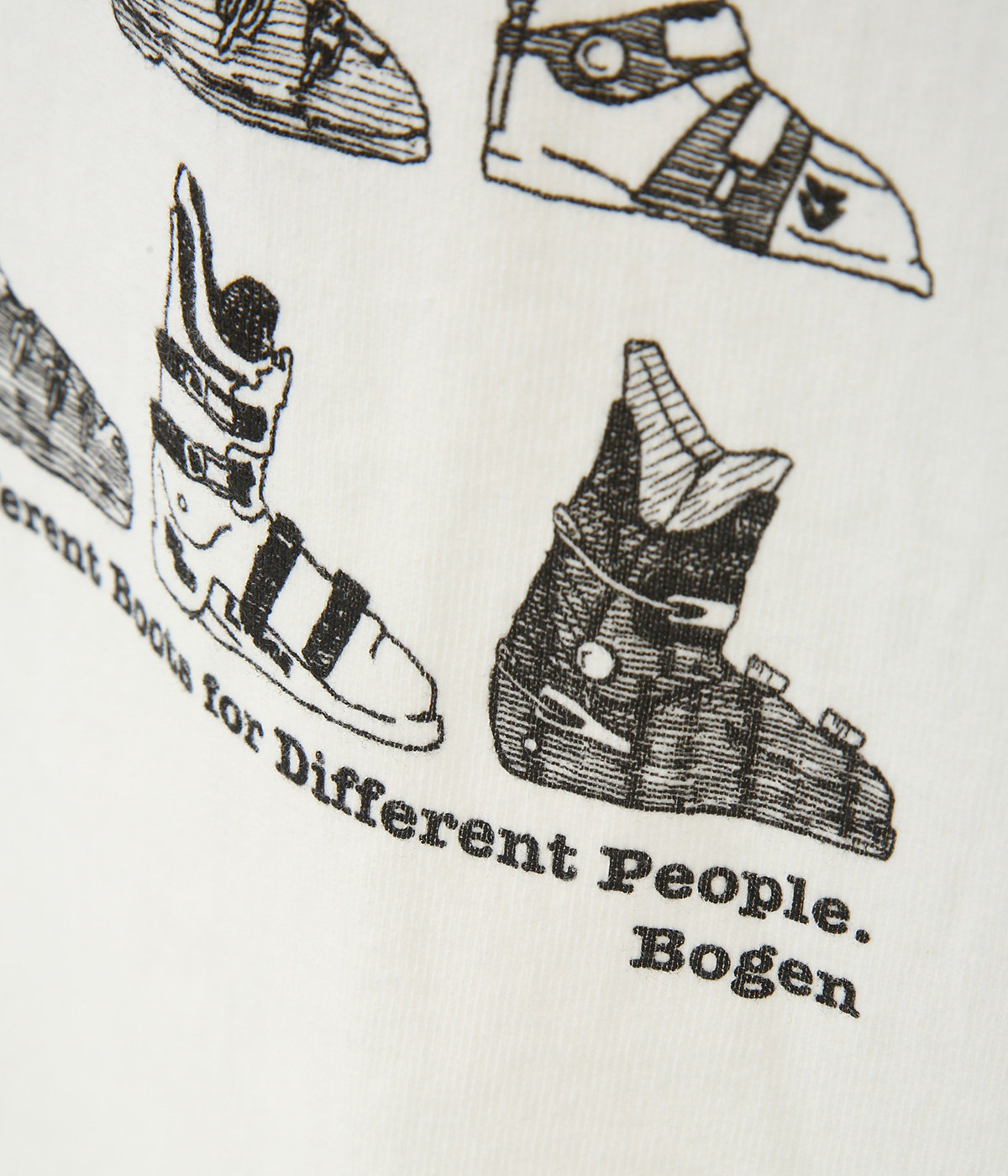 BOOTS TEE