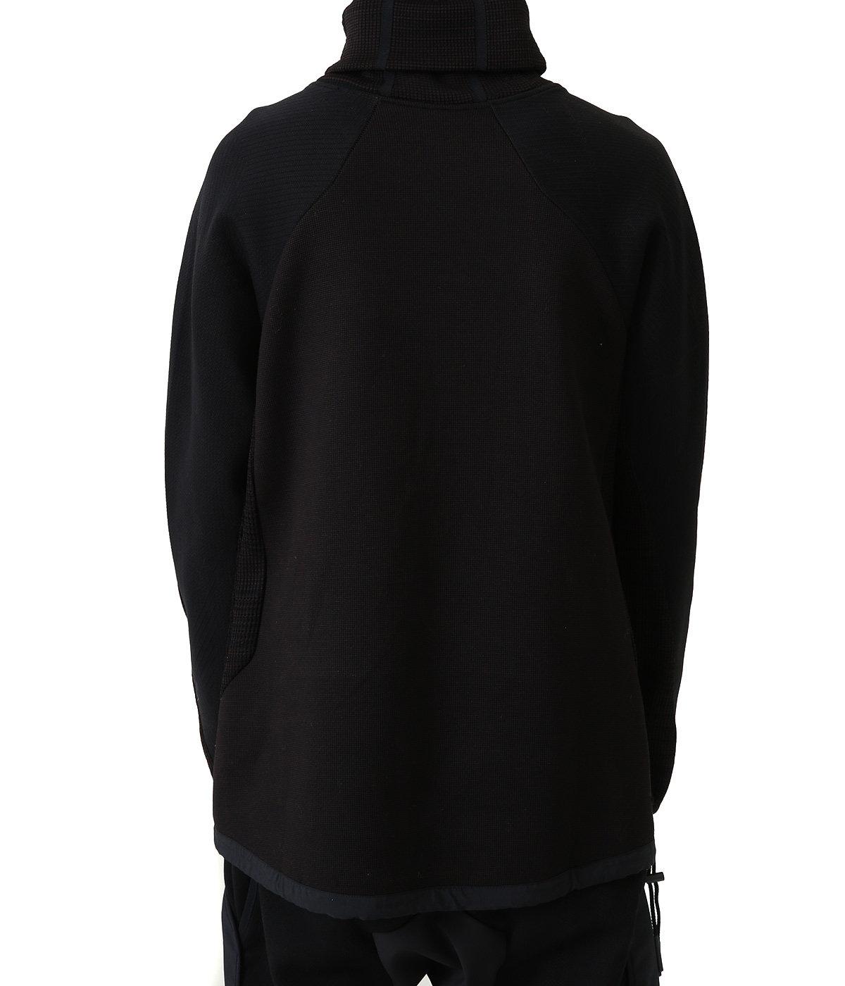 着用サンプルです。実際の入荷色はブラックとなります。