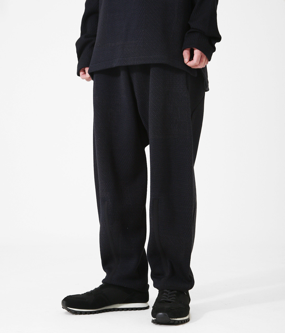 AO2 (COTTON) TAPERED CROPPED PANTS