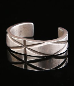 1950's PCHEE CHISELED FILED CUFF