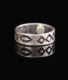 NAVAJO RING CHISLED DESIGN (1930's-1940's)
