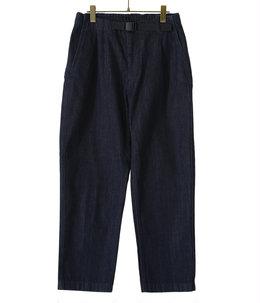 One Tuck Tapered Denim Pants