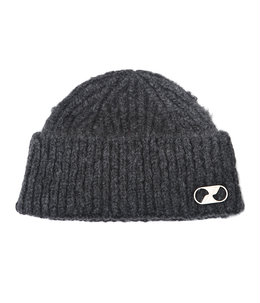 EMBROIDERED LOGO METAL SHORT BEANIE